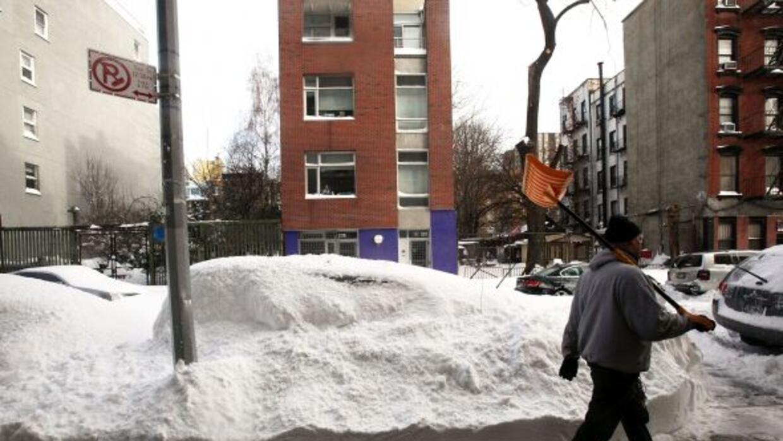 La nevada ha paralizado el transporte en Nueva York, dejando a los resid...