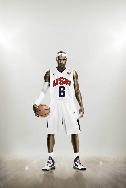 James ha firmado contratos publicitarios con Nike, Sprite, Glacéau, Bubb...