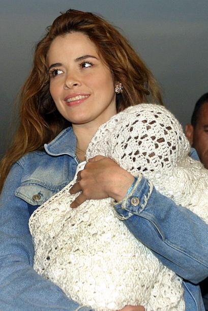 En diciembre de 2002, Gloria regresó de manera voluntaria a México, para...