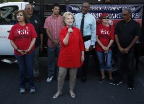 Hillary Clinton recibe el apoyo de trabajadores culinarios