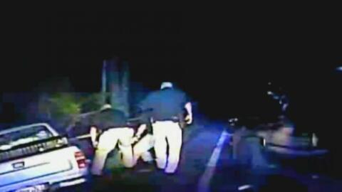 Cuestionan a la policía de Georgia tras conocerse un video en el que se...