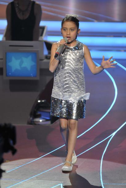 ¡Este vestidito plateado le quedaba muy bien a la pequeña K...