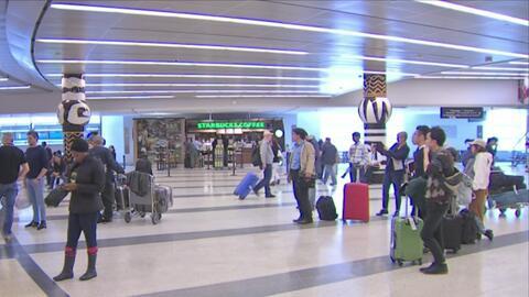 Trump firma nueva prohibición temporal que afecta a viajeros de seis paí...