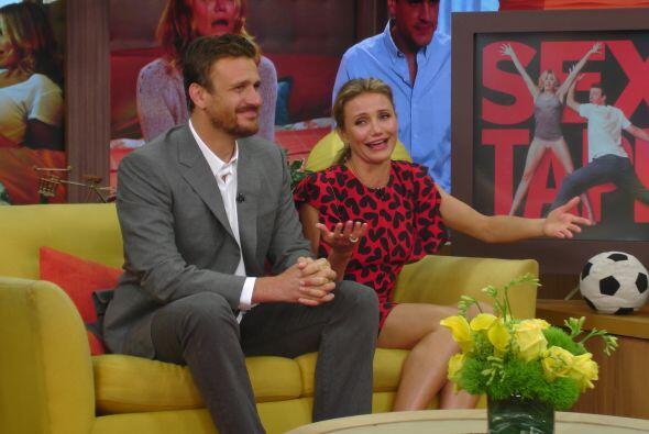 Ella no pudo evitar la risa pues el actor no dejaba de bromear sobre su...