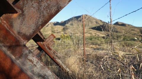Los miembros de la reservación indígena cruzan la frontera...