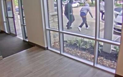 Revelan video del asalto a una sucursal del banco Capital One en Houston