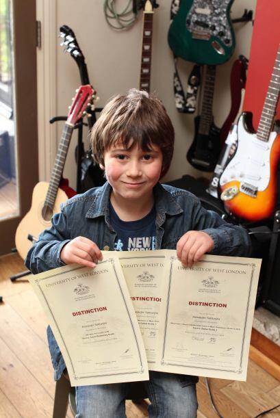 El niño genio de la música, practica cuatro horas diarias,...