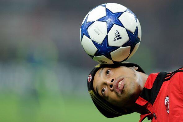 Tiene dos hermanos, Robert y Deise. Su nombre completo es Ronaldo De Ass...