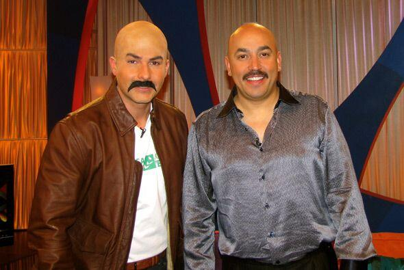 Al final del programa los dos posaron pelones y con gran bigote.