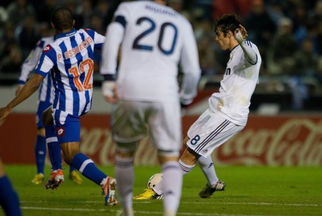 Kaká hizo un disparo magistral desde afuera del área que terminó en la r...