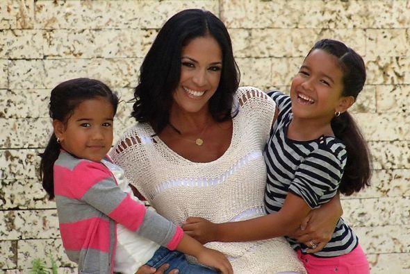 Este domingo 11 de mayo Karla Martínez recibirá muchos abrazos, no solo...