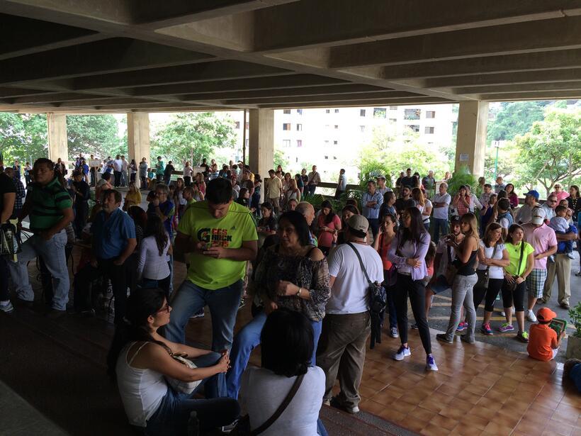 ¡Con ánimo, Venezolanos salen a votar!