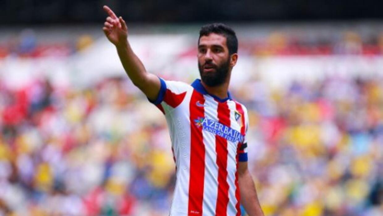 El mediocampista turco tiene una lesión que podría evitarle debutar en l...