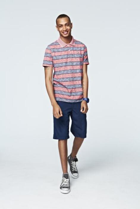 Para un 'look' casual y cómodo una playera tipo 'polo' con unos 'jeans'...