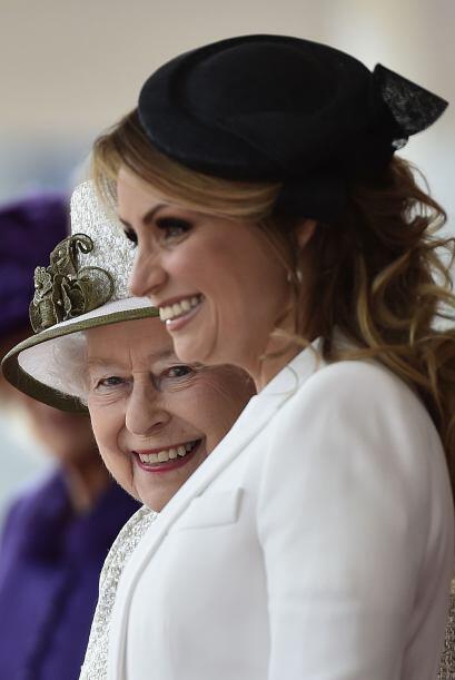 Hasta la reina Isabel quedó encantada con sus atuendos.