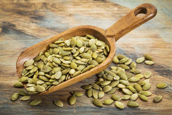 Paso a paso. En una sartén seca, tuesta ¼ de taza de pepitas (semillas d...