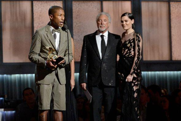 Jessie J y Tom Lee le entregaron el premio de Mejor Interpretación Pop.
