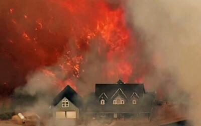 Peligrosos incendios forestales ponen en riesgo las vidas de miles en Ca...