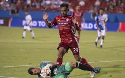 Carlos Ruíz con FC Dallas