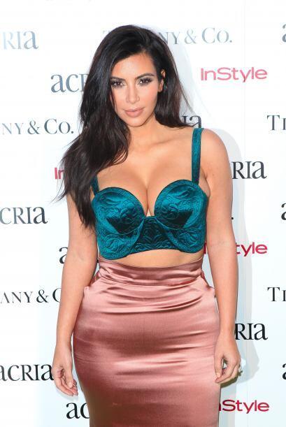 Kim Kardashian llegó partiendo plaza a la fiesta anual ACRIA Holiday en...