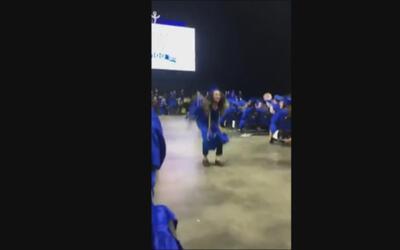 Por favor no intentes esto en tu graduación