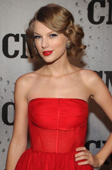 Taylor Swift no podría lograr su elegante 'look' mujer letal de l...