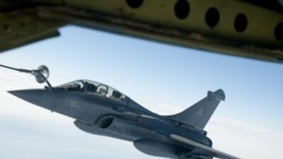Un caza Rafael respostando en vuelo.