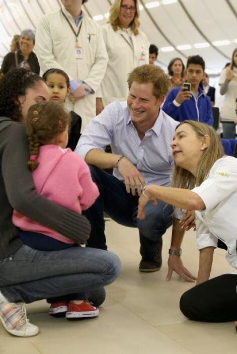 El príncipe compartió con los pacientes. Asimismo, participó de una sesi...