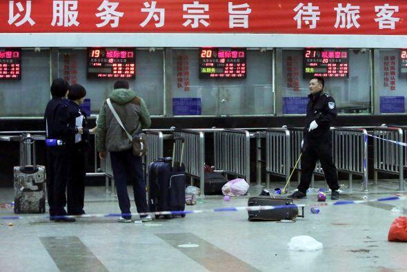 Un grupo terrorista mató a cuchilladas a 34 personas en una estación de...