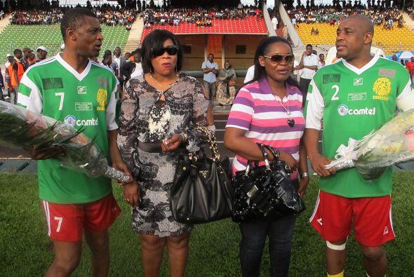 Y para celebrar su retiro de las canchas, estos jugadores camerunenses F...