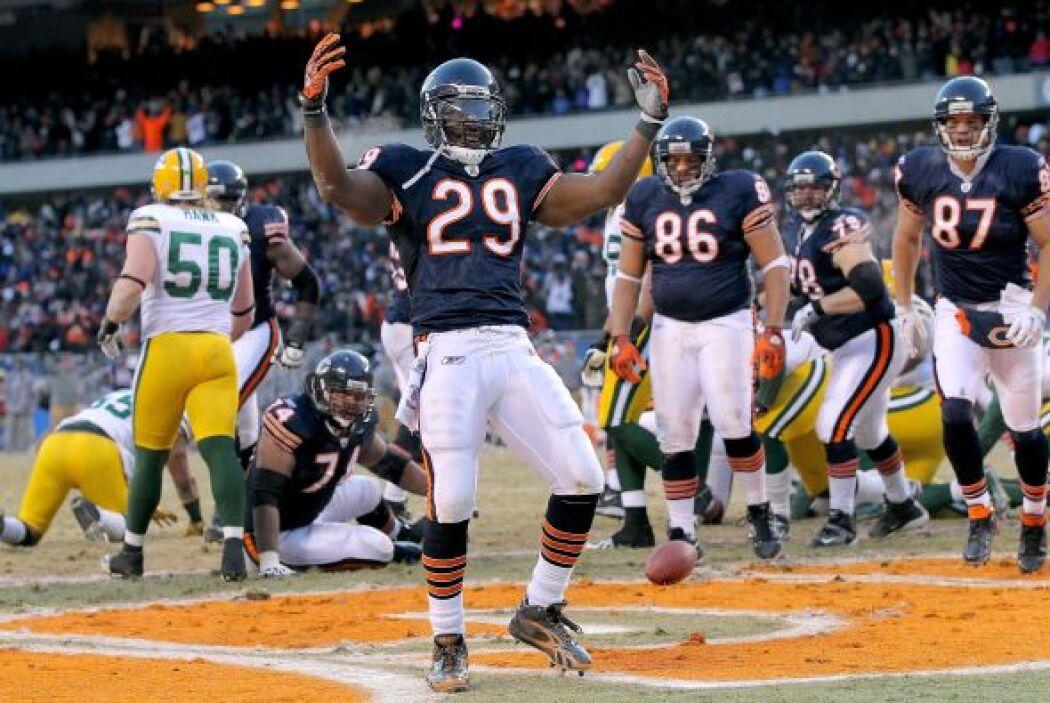 La celebración del touchdown del corredor de Chicago Chester Taylor #29.