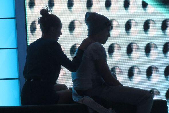 Después subieron a las gradas, ¡donde Paloma le dio un masajito!