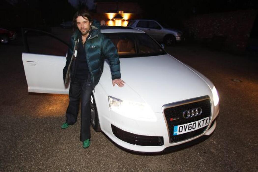 -Audi: El músico sucumbió ante el atractivo moderno y deportivo de la fi...