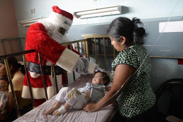 Santa siempre pide por la salud de todos los niños del mundo. &Ea...