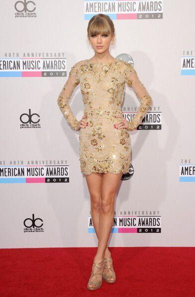 ¡El 'nude dress' llegó para seducir a las celebridades y co...
