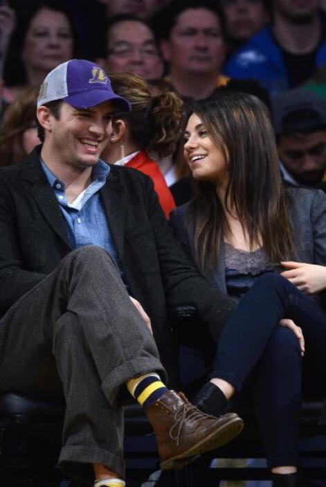 Los famosos asistieron a disfrutar un partido de basketball. Mira aquí l...