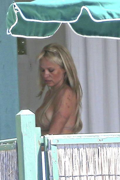 La famosa de 46 años utilizó extensiones rubias. Más videos de Chismes a...