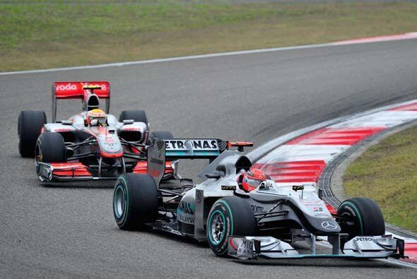 Schumacher estuvo por delante de Lewis Hamilton a media carrera, pero no...