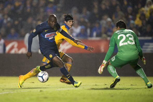 Aquivaldo Mosquera anotó el gol del empate al 89' y tuvo una noche impec...