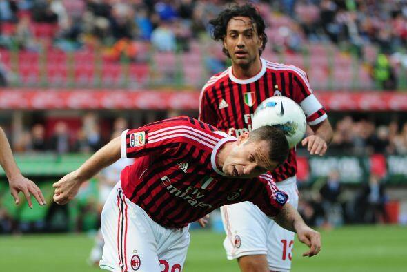 El Milan veía como pasaban los minutos y seguía cayendo.