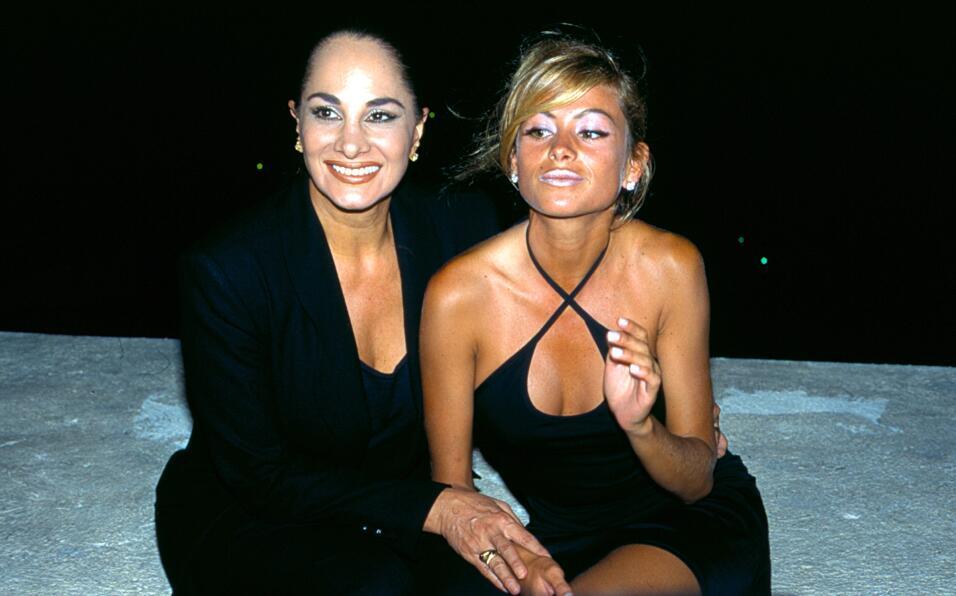Pau, sexy y bronceada, posó con su mamá Susana Dosamantes...