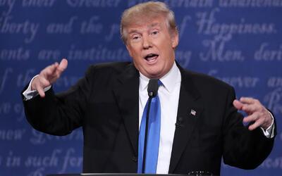 """Trump: """"Cuando ella muestre sus 30,000 correos electrónicos yo mostraré..."""