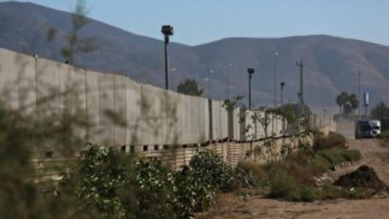 Un tramo del muro fronterizo construido por Estados Unidos en la fronter...