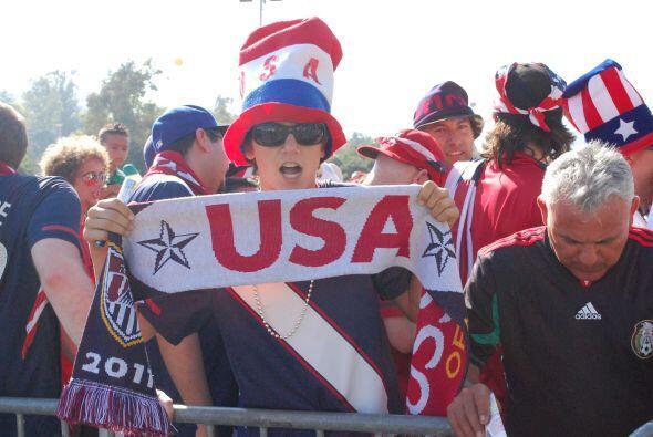 Hasta antes de entrar al estadio, todo mundo vivía su partido a s...