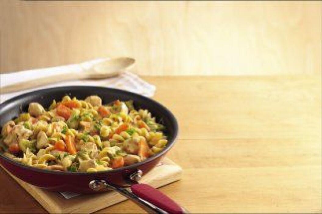 Guisado de Pollo y Fideo: Una forma diferente de comer pasta. Te mostram...