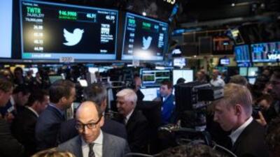 Las acciones de la red social Twitter caían el viernes más de un 3% en e...
