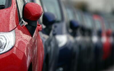 Presentan legislación que prohibiría a compañías aseguradoras de autos e...