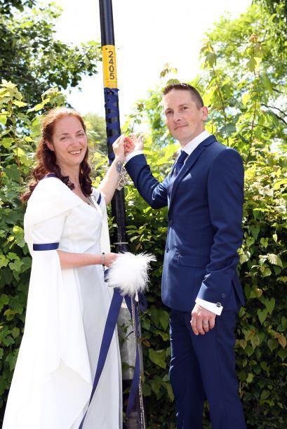 Un poste de luz fue el emblema del amor de esta pareja que decidi&oacute...