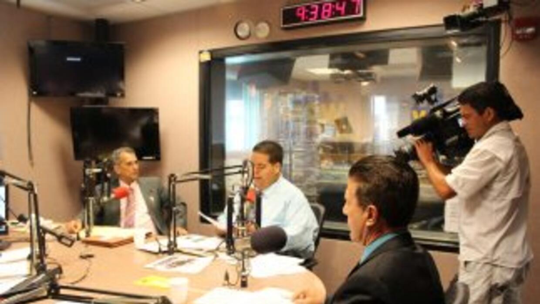 Los tres candidatos a la alcaldía de Hialeah, Carlos Hernández, Julio Ma...