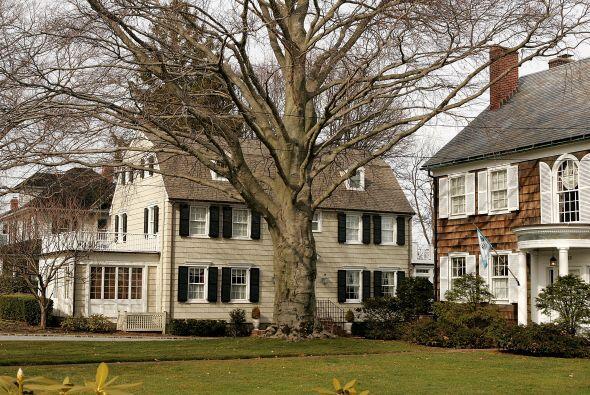La casa que se hizo famosa por ser tema de un best seller y una serie de...